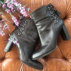 Adrienne vittadini tellie women's black lace boot